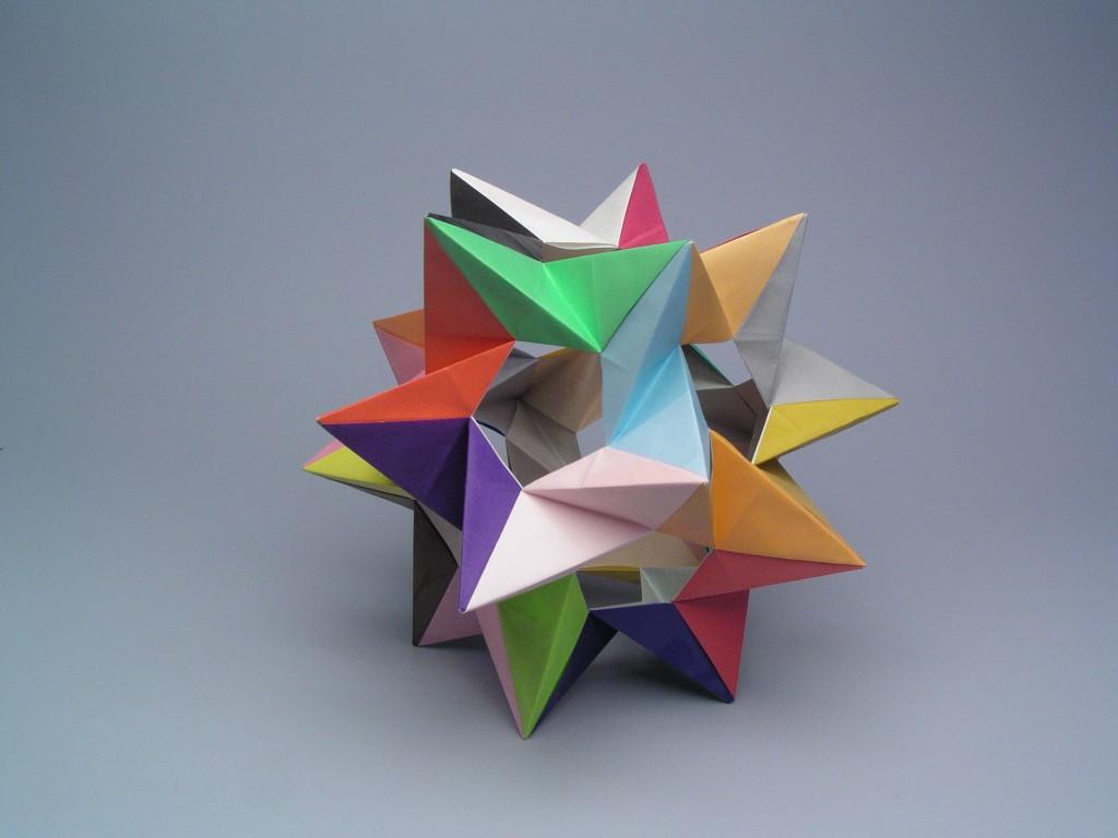 Folded five intersecting tetraheda! (Thomas Hull) : origami | 768x1024